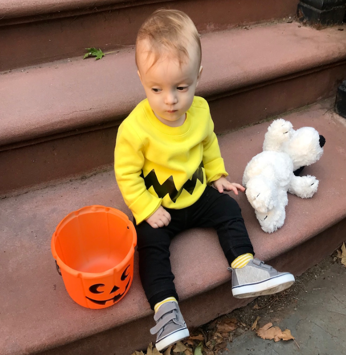this charlie brown costume is simple and adorable