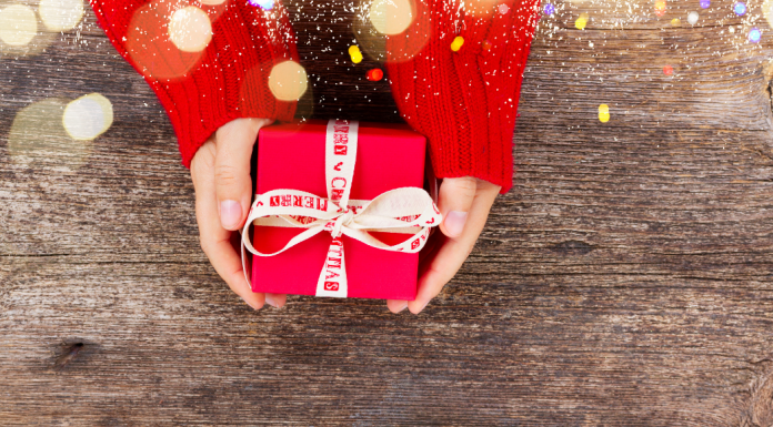 hands holding a present - last minute christmas gift ideas for teens